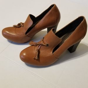 Born Crown brown heels size 7 1/2